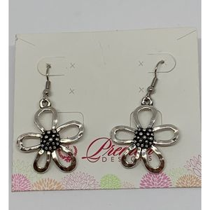 Premier Designs Silver Flower Earrings NWT